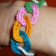 bracciale arcobaleno indossato
