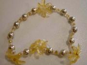 Braccialetto con fiori ambra e perle dorate