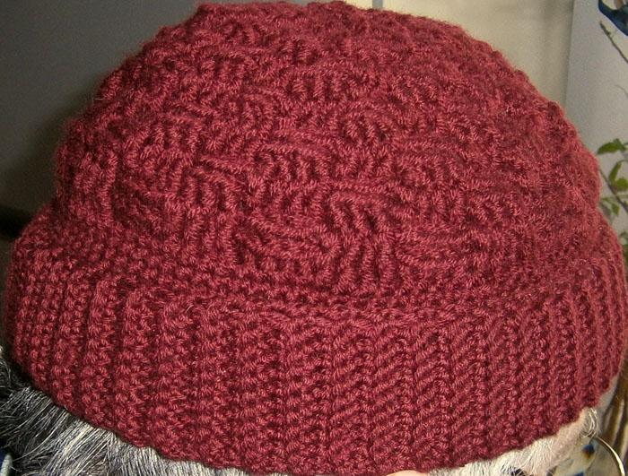 Cappello bordeaux all'uncinetto