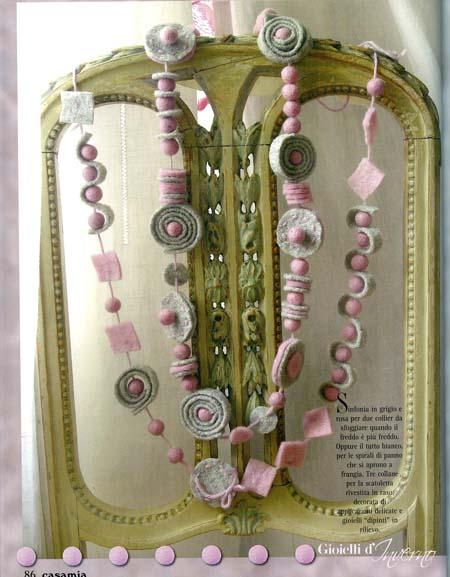 Collane di feltro grigio e rosa