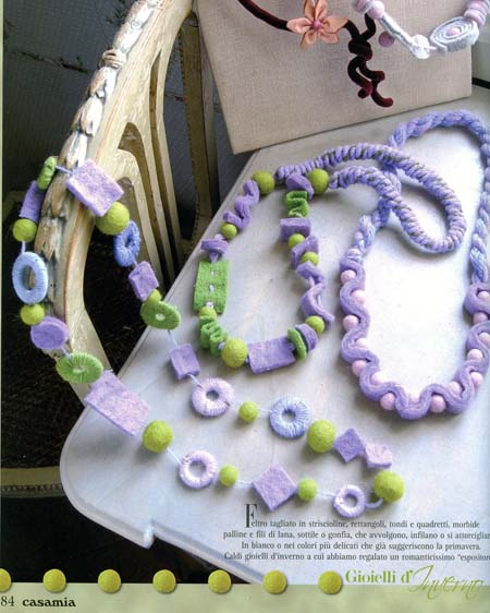Collane di feltro viola e verde acido