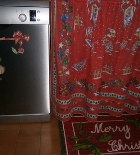 Tappeto e tendina sotto-lavello natalizi