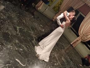 Gli sposi aprono le danze