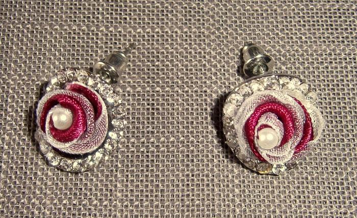 Orecchini con raso, organza e perle