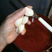 Mettere l'aglio a pezzi