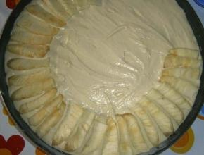 preparazione della torta all'ananas