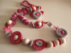 collana feltro grigio e rosa