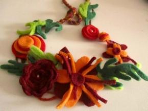 collana fiori in feltro