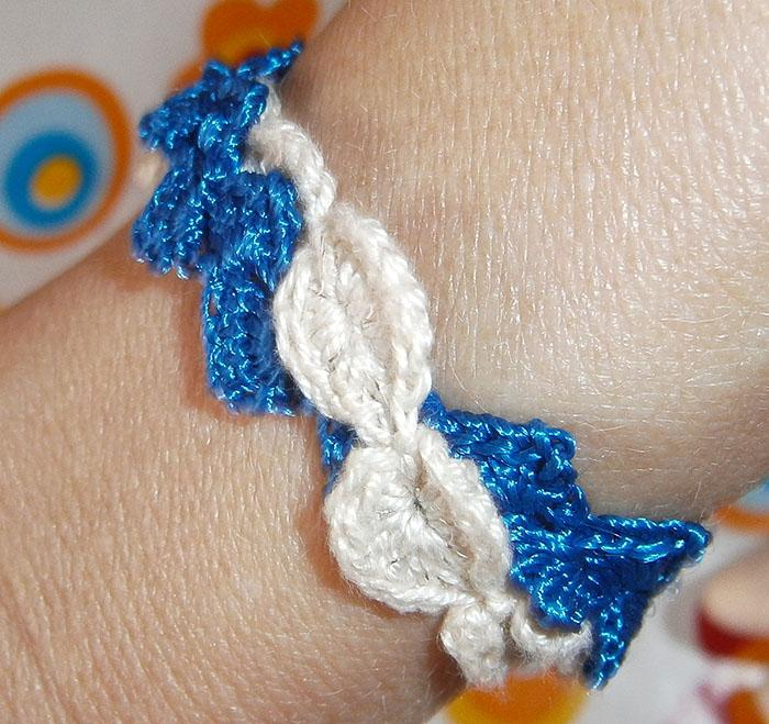 Braccialetto blu con braccialetto ecru