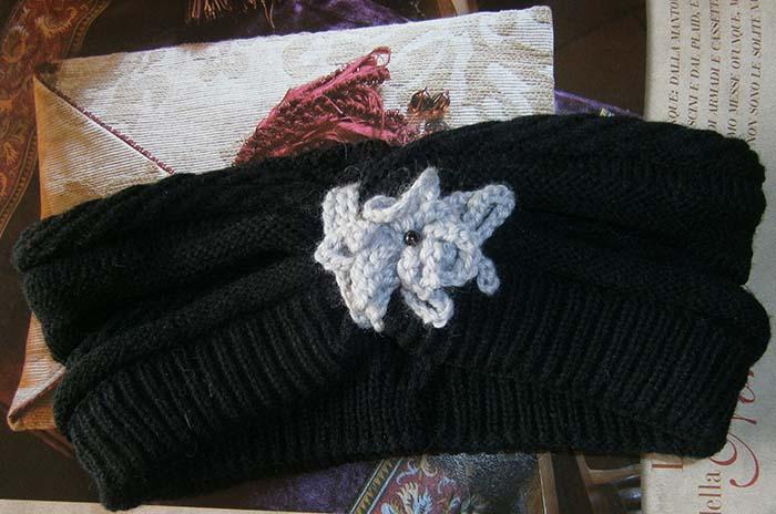 Fascia nera con fiore a catenelle